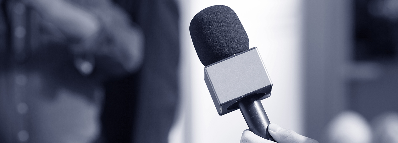 Broadcast news-style microphone